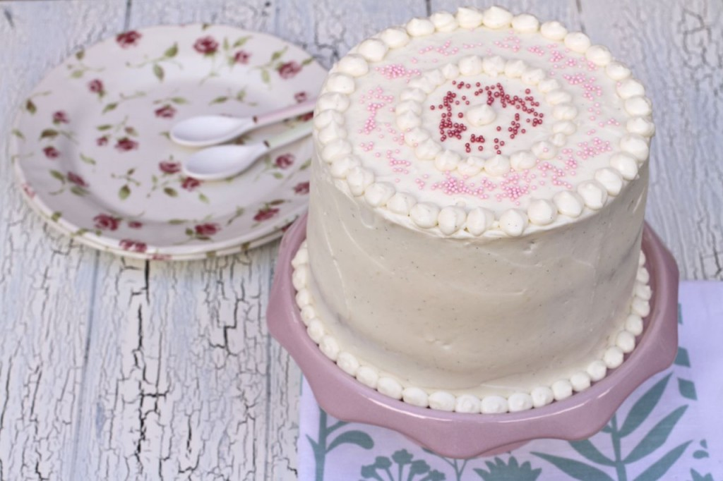 Una tarta con un frosting diferente. Incluso sirve para decorar con manga