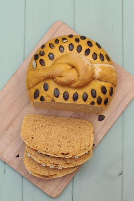 Un rico y vistoso pan de calabaza