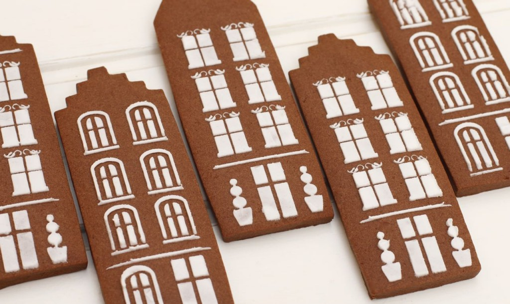 Preciosas casitas de chocolate decoradas con esténcil